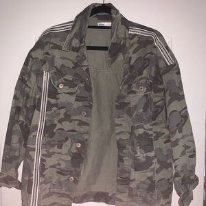 a5558bb7 Women Zara Camo Jacket on Poshmark